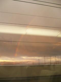 新幹線と虹.JPG