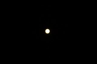 満月遠.JPG